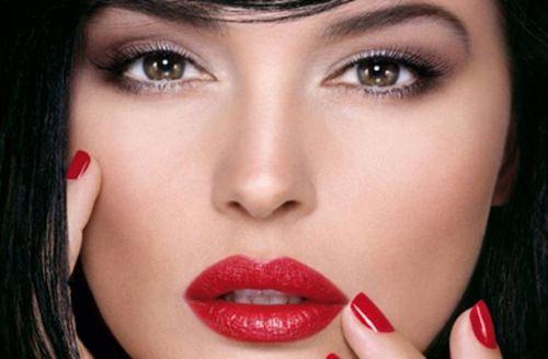 макияж к красному платью для брюнетки