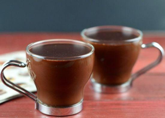Рецепт согревающего шоколадного напитка с коньяком и жгучим перчиком