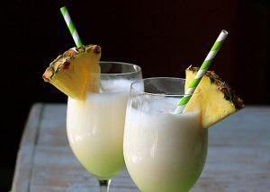 Рецепт праздничного алкогольного напитка и Пина колада