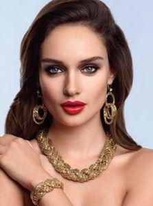 Крупные серьги – яркий штрих в вашем образе