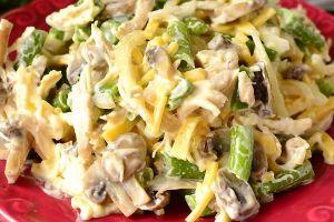 Салат повседневный куриный с солеными огурчиками и картофелем