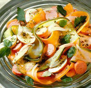 Салат простой овощной с сосисками