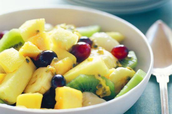 Салат из фруктов с медовой заправкой