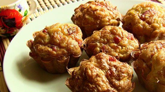 Несладкие кексы с колбасой и капустой на кефире