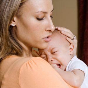 Почему младенец плачет