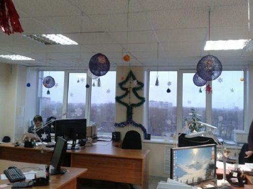 Как интересно украсить офис к Новому году