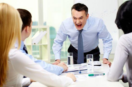 Если начальник постоянно кричит