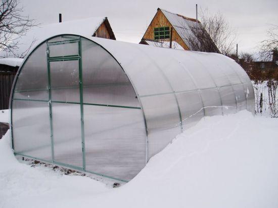 Защита для теплицы зимой