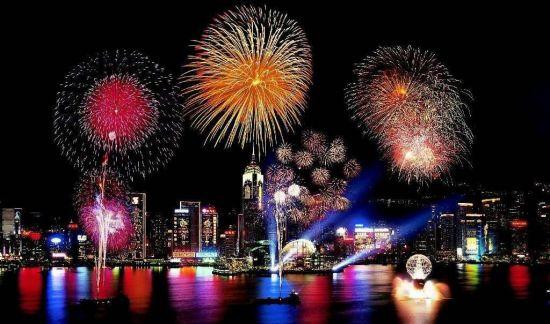 Правильно ли отмечать Новый год за границей?