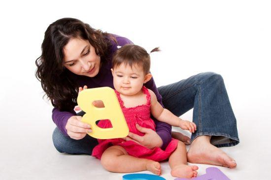 Начинаем обучать малыша буквам