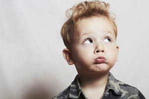 Ребенок заикается: в чем причина?