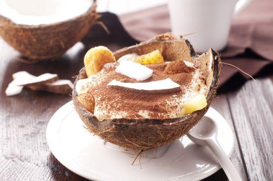 Шоколадный десерт с ананасами