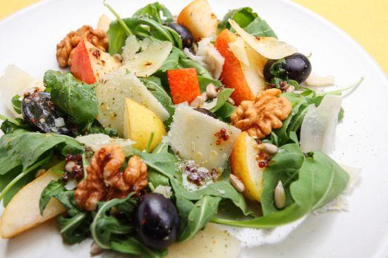 Салат из груши и оливок