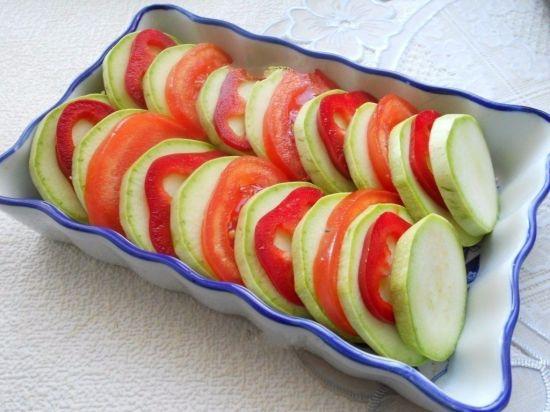 Кабачки с помидорами и болгарским перцем