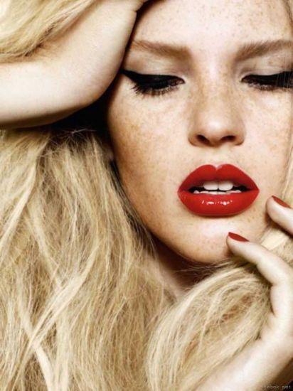 Стильный макияж с красной помадой