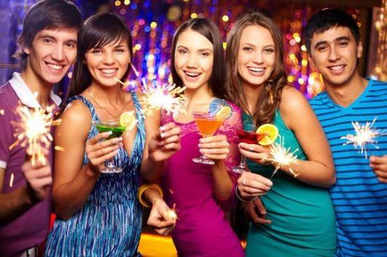 Новогодние праздники: выбор наряда, подарков и праздничного меню