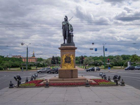 Величественные памятники Санкт-Петербурга: Образ Памятника Суворову