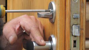 Ремонт замка в двери