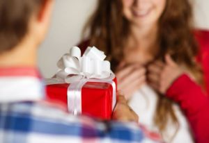 Оригинальный подарок для дамы сердца на праздник