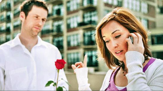 Как привлечь внимание женщины?