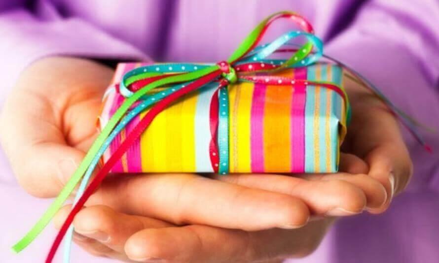 Что подарить на День Святого Валентина и на день кадровика?