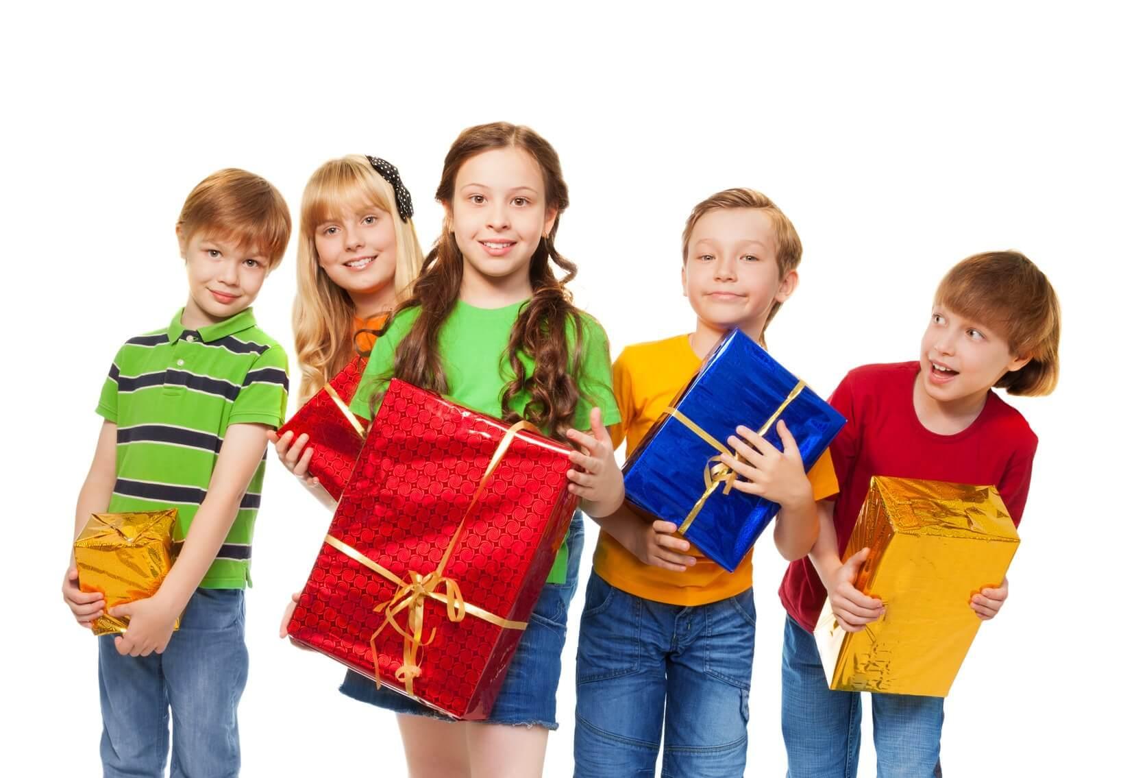 Подарок ребенку: что подарить на день рождения?