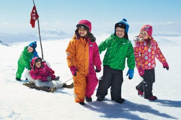 Детская одежда на зиму: как выбрать зимний комбинезон ребенку?