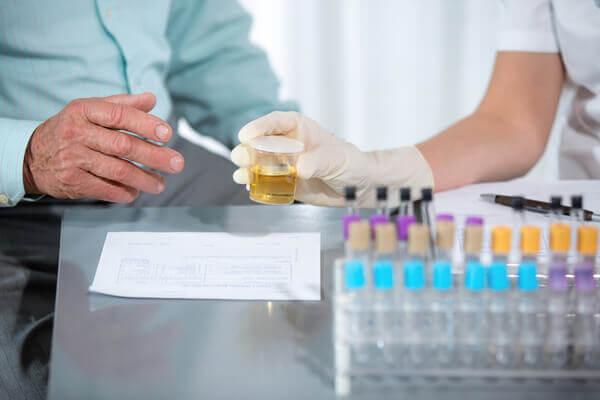 Почему появляется белок в моче и как от него избавиться?