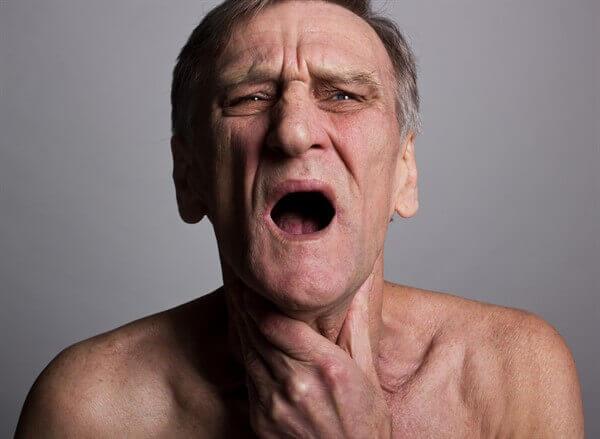 В сезон простуд важно знать как выглядит ангина у взрослых и как ее лечить