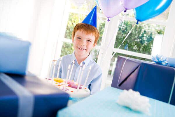 Самые разнообразные идеи: что подарить мальчику на день рождения