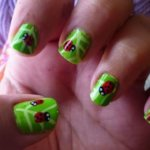 Божья коровка на ногтях - просто и со вкусом