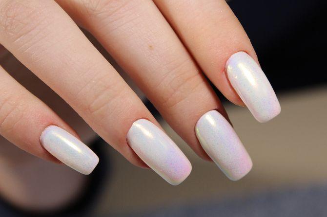 Жемчужный маникюр на длинных ногтях