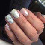 Жемчужный маникюр: свежие идеи, модные дизайны, втирки для ногтей