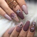 Дизайн ногтей с камнями: новинки 2019, фото, идеи для коротких ногтей