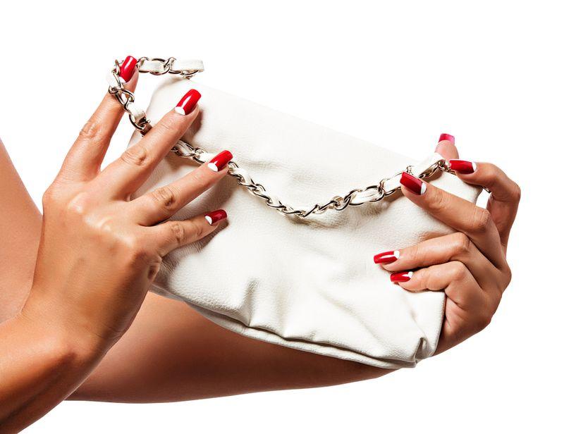 Красный маникюр с сумкой