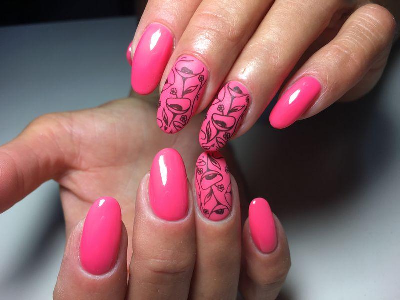 Матовый розовый маникюр