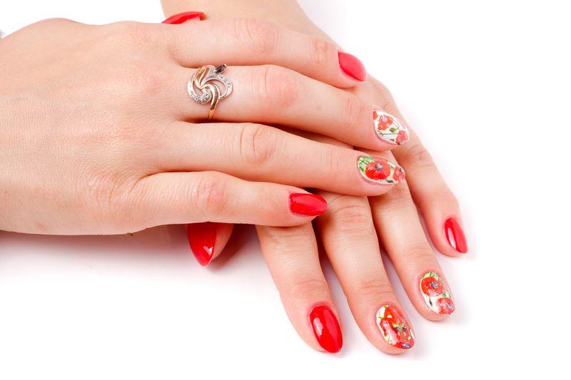 Дизайн ногтей с маками – самые яркие идеи, сочетание стилей, модные дополнения